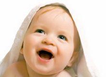 bebe_uce_da_govore_citajuci_sa_usana